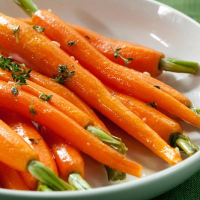 Boulettes de dindon laquées à l'ail doux avec purée de carottes